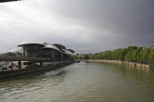 moderní architektura neboli houbičky na řece Mtkvari