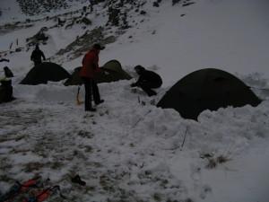 Náš tábor na rovince u nádrže