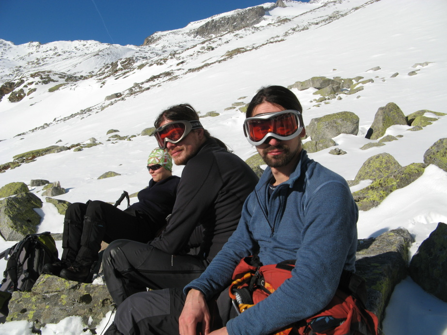 Když si zapomenete sluneční brýle, tak jste rádi aspoň za lyžařské :-)