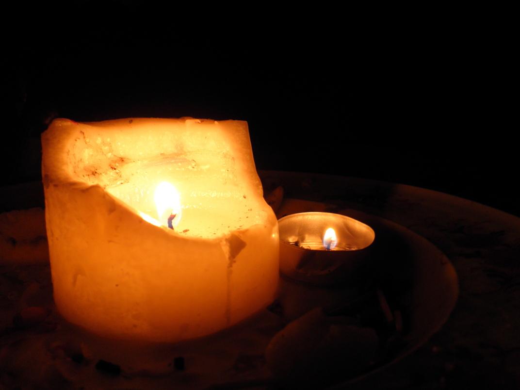 Svíčky jsou důležitou výbavou na podbné chatičky. Večery mají jedinečnou atmošku