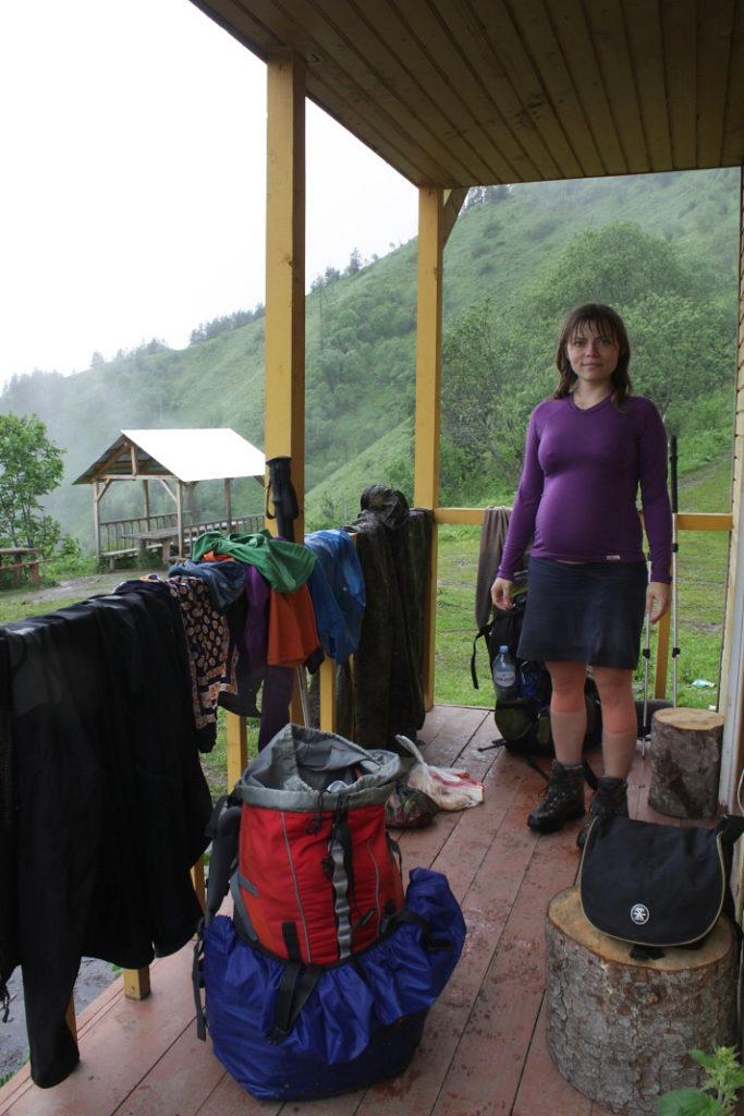 Sušení oblečení po celodenním lijavci