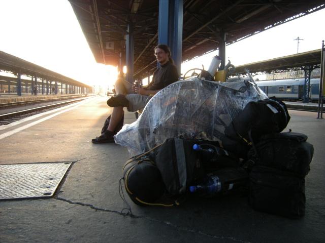 A dále do Budapešti,kde se čekalo na peróně, protože nám před nosem ujel vlak do Čech.