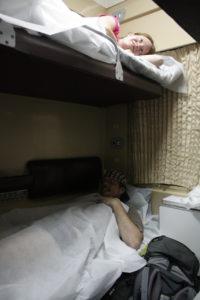 Noční vlak do Zugdidi - přikrývky z buničiny